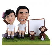 Lovers Bobblehead with Monkey